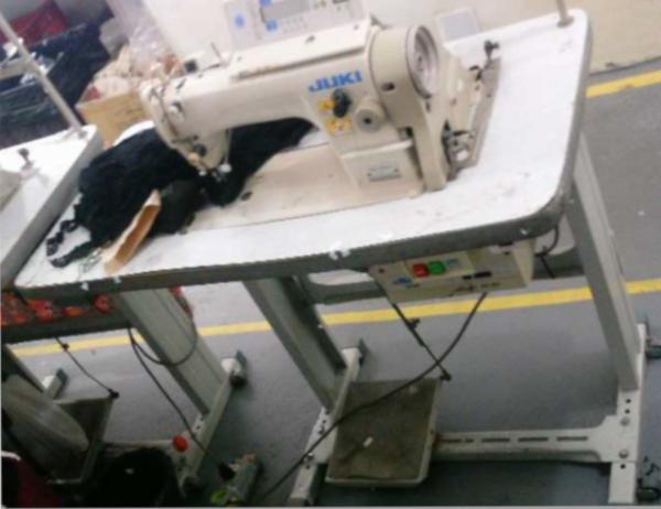 Máquinas de costura reta, caseadeira, overlock e conjunto para passar