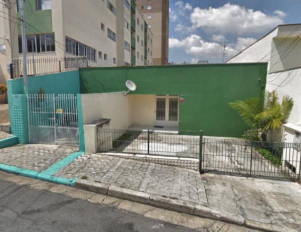 Um prédio e terreno em Guarulhos