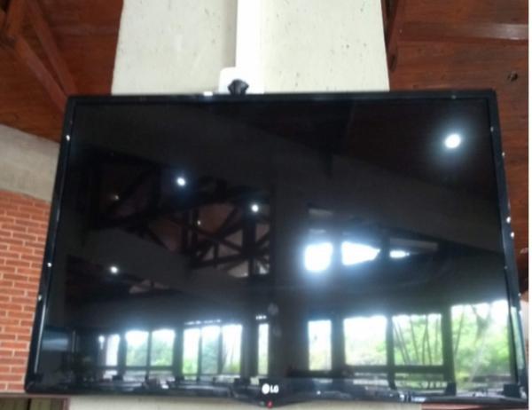 TV e Conjunto de Mesa
