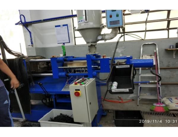 Maquina de injeção de plugues RDM