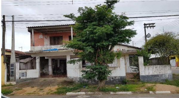 Casa em Registro com 250,53m²